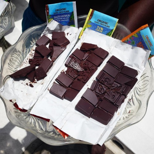 Grenadian chocolate tasting on the Caribbean sea